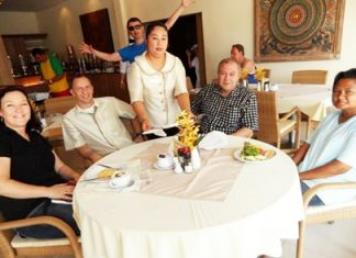 "Karen Sanchez (left) enjoys lunch together with Hotel Manager Daniel Becker (2ndleft), General Manager Rene Pisters (2nd right) and ""mother"" Lek (right)."