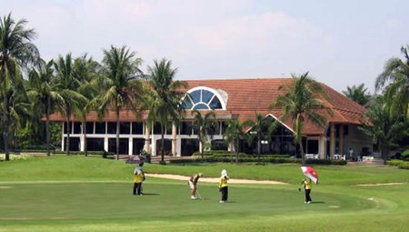 Eastern Star's ninth hole with the clubhouse in the background.