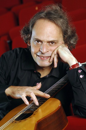 Renowned French guitarist Roland Dyens will perform at the 2015 Asia International Guitar Festival & Competition in Bangkok.
