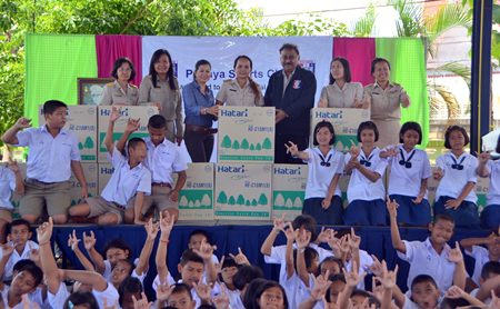 The Pattaya Sports Club has donated 14 fans to Huay Yai School to make learning more of a breeze.