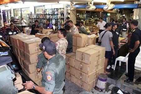 Police raid several South Pattaya bars and restaurants selling shisha, confiscating buraku, shisha pipes and other items worth more than a total 600,000 baht.
