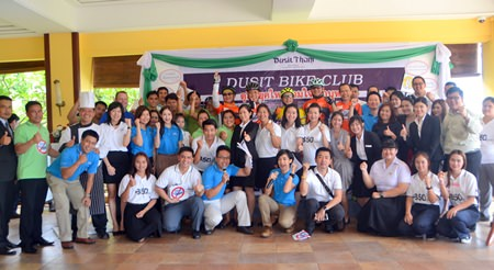 "Dusit Thani Hotel employees take part in the ""Dusit's New Generation Unites Not to Smoke"" event to mark No Tobacco Day."