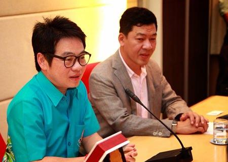 City Councilman Rattanachai Sutidechanai (left) and Tourism Authority of Thailand Pattaya Deputy Director Akkarapol Thaweesuntorn (right) welcome city council members from Ansan South Korea.
