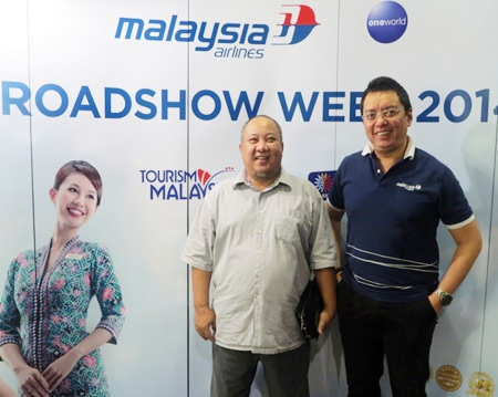 Sulaiman Suip (left), director of Tourism Malaysia, Thailand and Myanmar, and Yurizal Mohammad Yousuf (right), Malaysia Airlines area manager for Thailand & Indochina.
