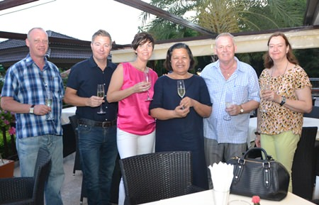 Gudmund Eiksund (2nd right) together with his lovely daughter Jeannette (3rd left) and son-in-law Ronny Heltne (2nd left) played hosts to Alvi Sinthvanik (3rd right) and Helle Rantsen, president of the PILC.