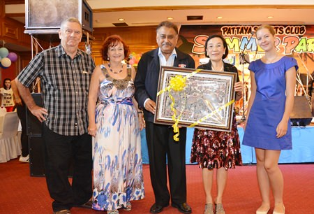 Radchada Chomjinda - Director of the HHN Foundation Thailand, presents Peter with a gift as Bobby Clark, Elfi Seitz and Katharina look on.
