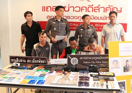 Chanhom Kerdee, Anan Porphu, and Samarn Pongrua have been arrested for thieving and robbing tourists at Pattaya and Jomtien beaches.