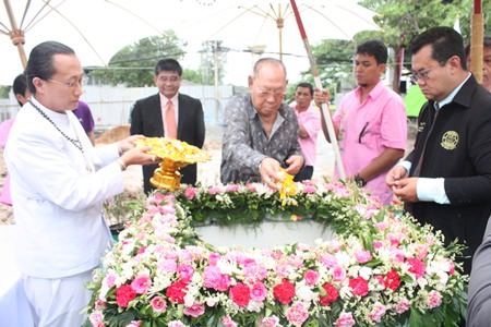 Sabai Group executives Chao and Krit Jiramongkol take part in the ceremonial laying of the foundation stone for Banglamung Hospital's future nursing dormitory.