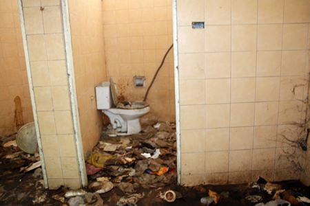 Vendors in the area implore city hall to send someone to clean and repair the public restrooms at the Pratamnak Hill viewpoint.