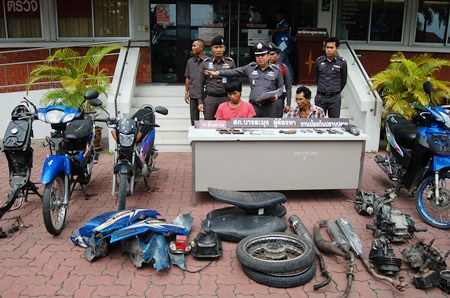 Motorcycle thief Saharat Polraj (left) and gun maker Paisan Daungsopa (right) were arrested and had their cache of gun and motorcycle parts confiscated.