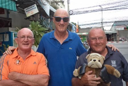 (L to R) Mark Stapleton, Bill Steinmann & the inform Geri Crilly with Deefa.