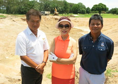 Chanya Swangchitr (centre), along with General Manager Nathawat Aksornchat (left) and golf course designer Pirapon Namatra oversee redevelopment work on the Lakes course at Phoenix Gold.