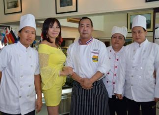 Linda (2nd left) proudly presents Chef Katsutoshi (Kato) Ishibashi (centre) and his well-trained assistants.