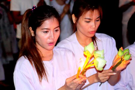 Best friends June and Joy take part in the Wien Thien ceremony together at Wat Pa Suthipawan in Naklua.