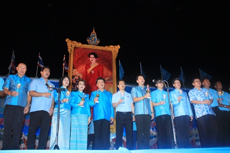 Mayor Itthiphol Kunplome and Chakorn Kanjawattana lead city officials in the candle lightening ceremony.