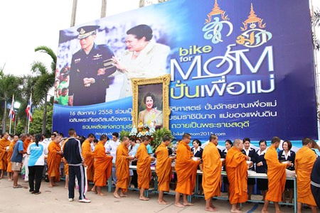 Eighty-four monks were invited to receive alms at Sattahip's district headquarters.