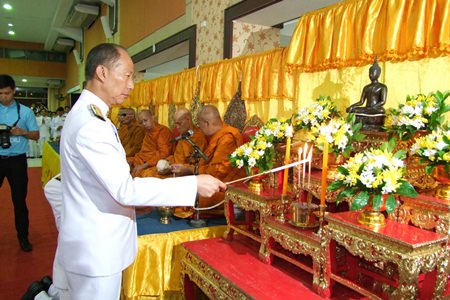 Chonburi Gov. Khomsan Ekachai hosts the province's birthday commemoration for HM the Queen at Chonburi City Hall.