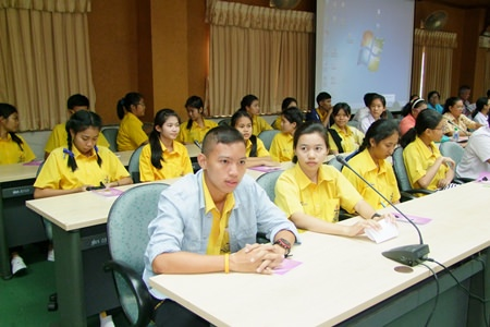 Chonburi officials brought together social-service organizations to help build a children and youth's network in the province.