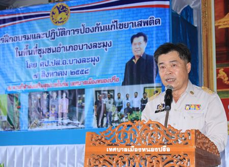 Banglamung District Chief Chakorn Kanjawattana opens the proceedings, gathering community leaders, military personnel, and students to create a united front against drug abuse.