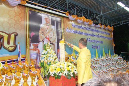 Chonburi Governor Khomsan Ekachai lights a ceremonial candle after the presentation of flower cones in honor of HRH Crown Prince Maha Vajiralongkorn's birthday July 23.