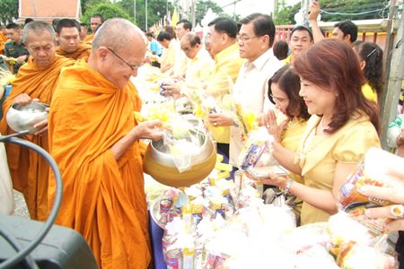 Local officials, their families, and members of the local community present alms in the early morning to honor HRH Crown Prince Maha Vajiralongkorn on his 63rd birthday.