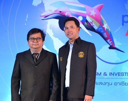 Well-known director Pradya Pinkaew (left) has been hired to produce a music video to help Mayor Itthiphol Kunplome (right) better promote tourism here once the ASEAN Economic Community begins.