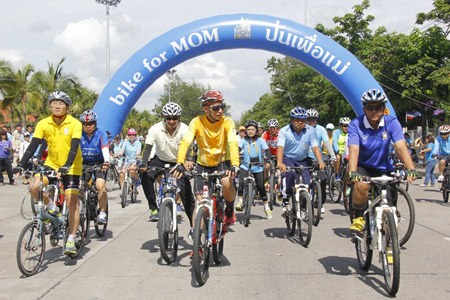 Gov. Khomsan Ekachai (center) leads the pack as they set out on a practice run for Sunday's national Bike for Mom cycling event.