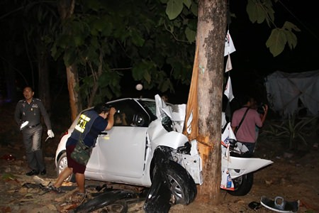 Kamchai Srichan barely escaped a fiery death when he crashed his car into a tree in Plutaluang.