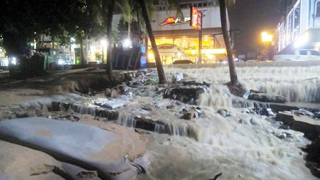 Steps leading to Pattaya Beach in front of the Pizza Hut restaurant on Pattaya Beach Road were turned into a deceptively beautiful waterfall as tropical storm Vamco raged through the area. Days later, Pattaya residents were still digging out and tallying their losses after the most powerful storm to hit the area since 2011 brought massive flooding, destruction and death to the Eastern Seaboard.