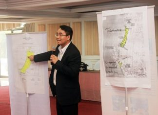 Praphan Prathumchumpu, Assistant District Chief Officer of the Security Affairs Group, proposes creating an entertainment zone in Jomtien to allow bars and entertainment zones to stay open later. The PBTA turned down the proposal.