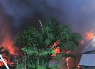 Police believe arson might have been the cause for this construction site blaze near Cosy Beach on Pratamnak Hill.