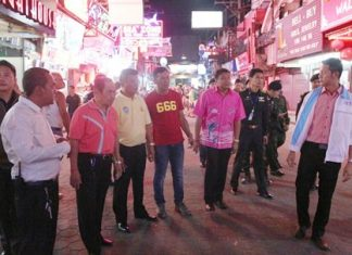 Local officials and soldiers from the 14th Military Circle in Chonburi check out shops and street vendors along Walking Street, looking for those encroaching on public property.