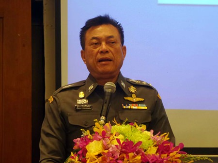 Pol. Maj. Gen Thitirat Nonghanpithak, commissioner of the Central Investigation Bureau, speaks at a seminar where Pattaya police learned investigation techniques to improve their crime-fighting abilities.