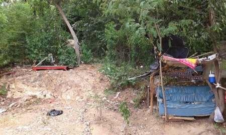 An abandoned hut with a sofa was seen on Pratamnak Hill. According to the residents, the hut is also used as a short time place for sex tourists.