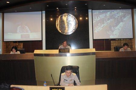 Faruk Wongborisuthi (top center), chairman of Pattaya City Council; Jidapa Suwattaporn (top left), deputy chairperson of Pattaya City Council, Wisan Phettrakul (top right), deputy chairperson of Pattaya City Council; and Chanatpong Sriwiset, deputy secretary of Pattaya City Hall lead the budget meeting at city hall.