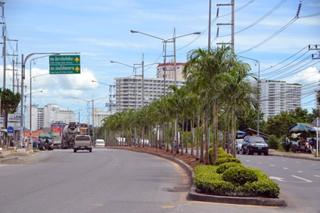 Work on the center island along Thappraya Road and Jomtien Second Road is progressing nicely.