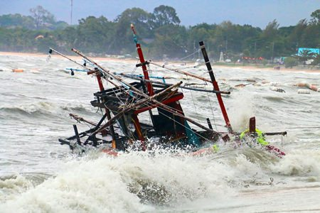 Huge waves destroyed at least 10 fishing boats in Bang Saray.