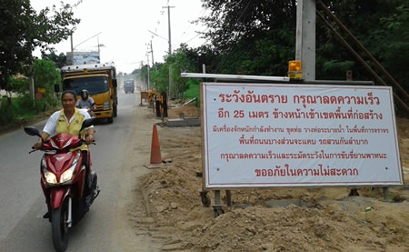 Busy Pattanakarn Road, which provides vital links to Soi Kao Noi, Soi Kao Talo, Soi Chaiyapruek, Soi Nong Hin, Nong Kabok, and Soi Nernplabwan, is being given an overhaul expected to take at least 9 months.