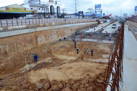 A look into the other side of the fence - the central Pattaya tunnel is said to be about 15% complete.