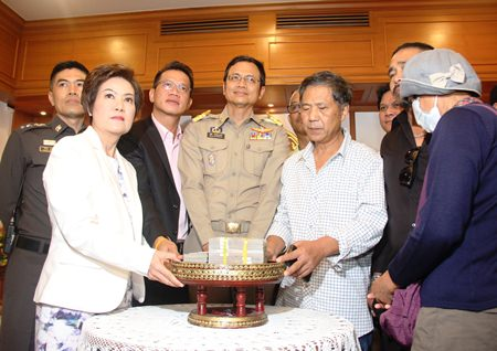The victim's father accepts the 2.8 million baht compensation for his daughter's death.