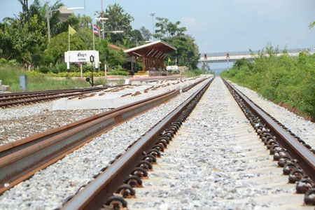 The State Railway of Thailand briefed Pattaya-area government and business leaders on ongoing plans to develop new rail lines connecting Bangkok and the Maptaput Industrial Estate with an eye toward adding a Pattaya link.