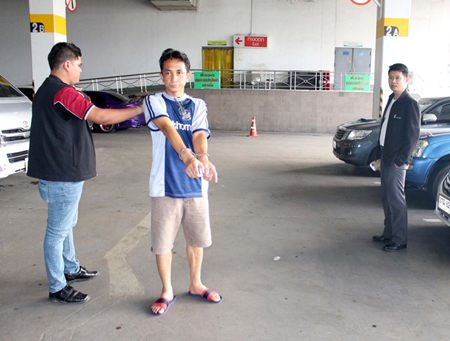 Pattaya police took Rungroj around Pattaya to a number of places for a re-enactment of his confessed offenses.
