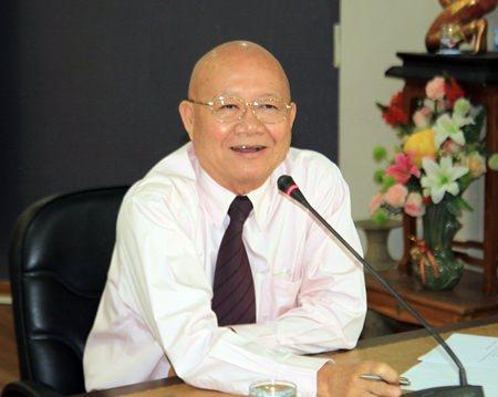 Deputy Mayor Wattana Chantanawaranon chairs a meeting with city workers to prepare for Pattaya's 37th anniversary celebration.