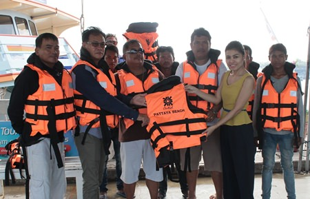 Central Festival Pattaya Beach executives donate 520 life jackets to boat operators on the Koh Larn-Pattaya route.