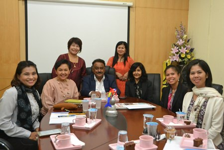 Wannapa Wannasri (2nd left) and Pratheep Malhotra (3rd left) meet with the Pattaya Educational Development Committee to discuss how to choose 2 worthy Pattaya students to receive an education at Bromsgrove International School in Bangkok.