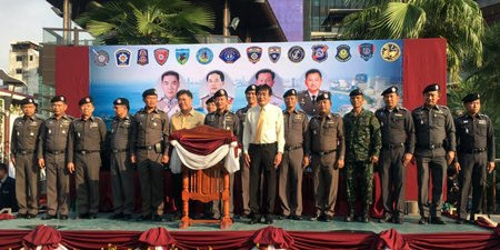 Chonburi's police superintendent Pol. Maj. Gen. Amphon Buarubporn dispatched a large group of officers, soldiers and volunteers to spread out across Pattaya to round up criminals and prevent crimes during the holiday week.