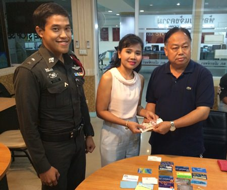 Jiratsaya Petchruanmakha found Yutapoom Yana's wallet and was eventually able to return it.