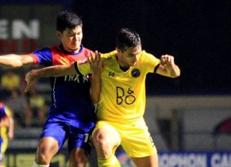 Pattaya United's Spanish forward Borja Navarro (right) tussles for the ball with Trat FC's Songphol Kaentao during their Division 1 fixture at the Nongprue Stadium in Pattaya, Saturday, Dec. 5. United won the match 4-2 and now need just 1 point from their remaining 2 fixtures to guarantee a return to the top flight of Thai football for the first time in three seasons. (Photo courtesy Pattaya United FC)