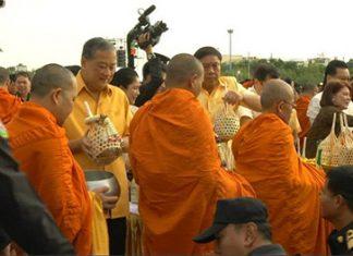 Bangkok celebrates New Year with Buddhist ceremonies