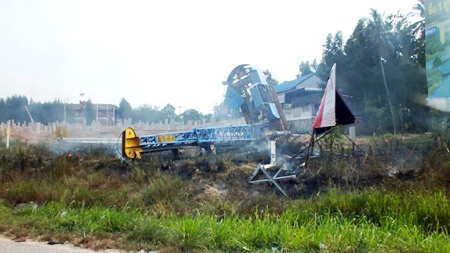 A brush fire broke in Nong Plalai after a crane boom fell into high-voltage lines.